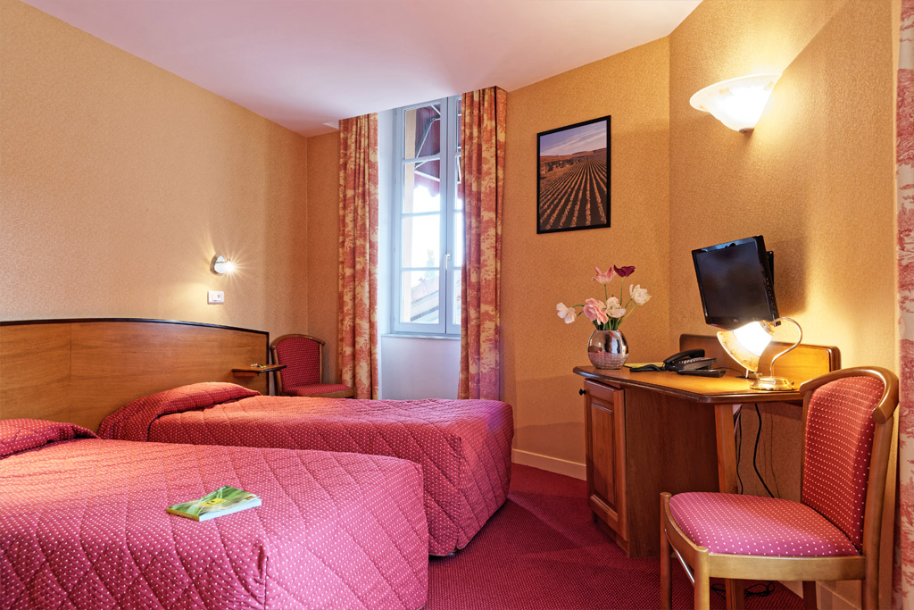 http://www.hotel-restaurant-trois-maures.fr/wp-content/uploads/2015/06/chambre-double-hotel-bourgogne1-1.jpg