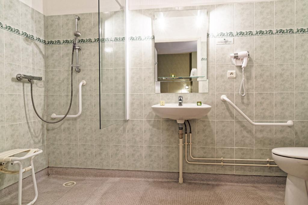http://www.hotel-restaurant-trois-maures.fr/wp-content/uploads/2015/06/chambre-double-hotel-bourgogne11.jpg