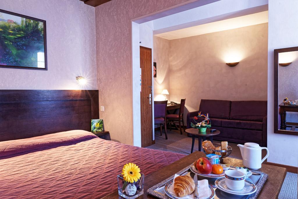 http://www.hotel-restaurant-trois-maures.fr/wp-content/uploads/2015/06/chambre-suite-junior-hotel-bourgogne2.jpg