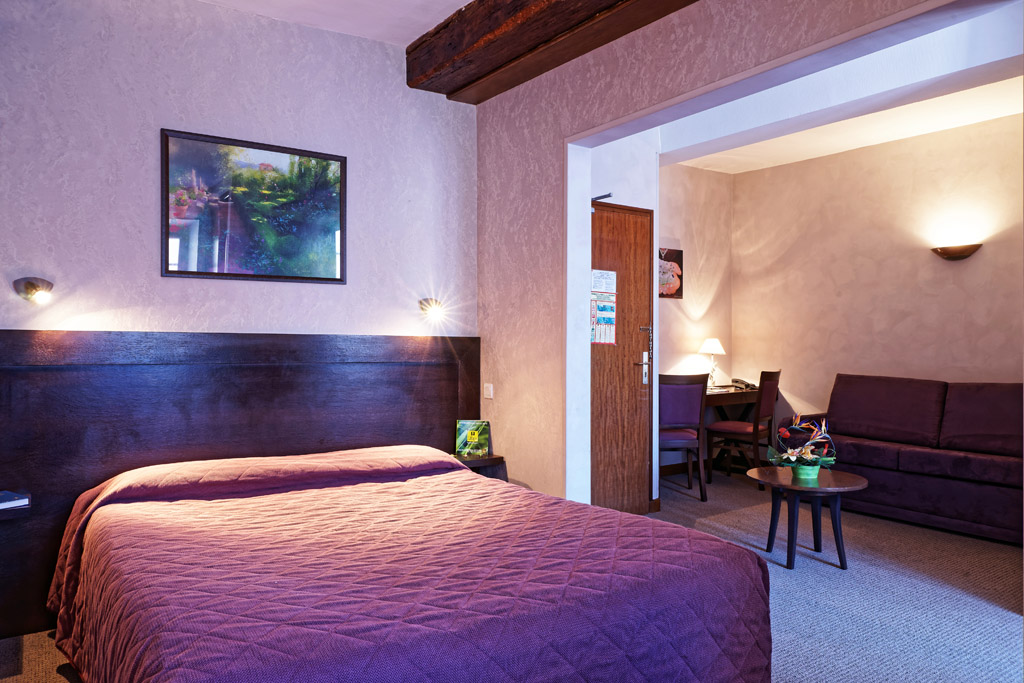 http://www.hotel-restaurant-trois-maures.fr/wp-content/uploads/2015/06/chambre-suite-junior-hotel-bourgogne3.jpg