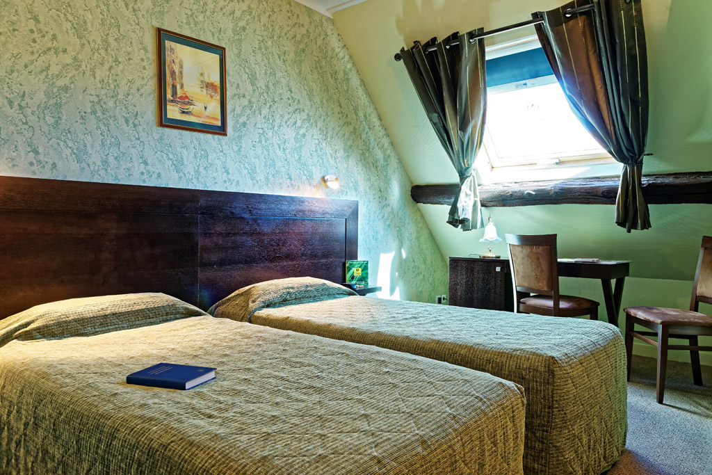 https://www.hotel-restaurant-trois-maures.fr/wp-content/uploads/2015/06/chambre-double-hotel-bourgogne10.jpg