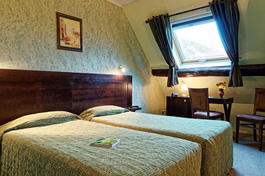 https://www.hotel-restaurant-trois-maures.fr/wp-content/uploads/2015/06/chambre-double-hotel-bourgogne6.jpg