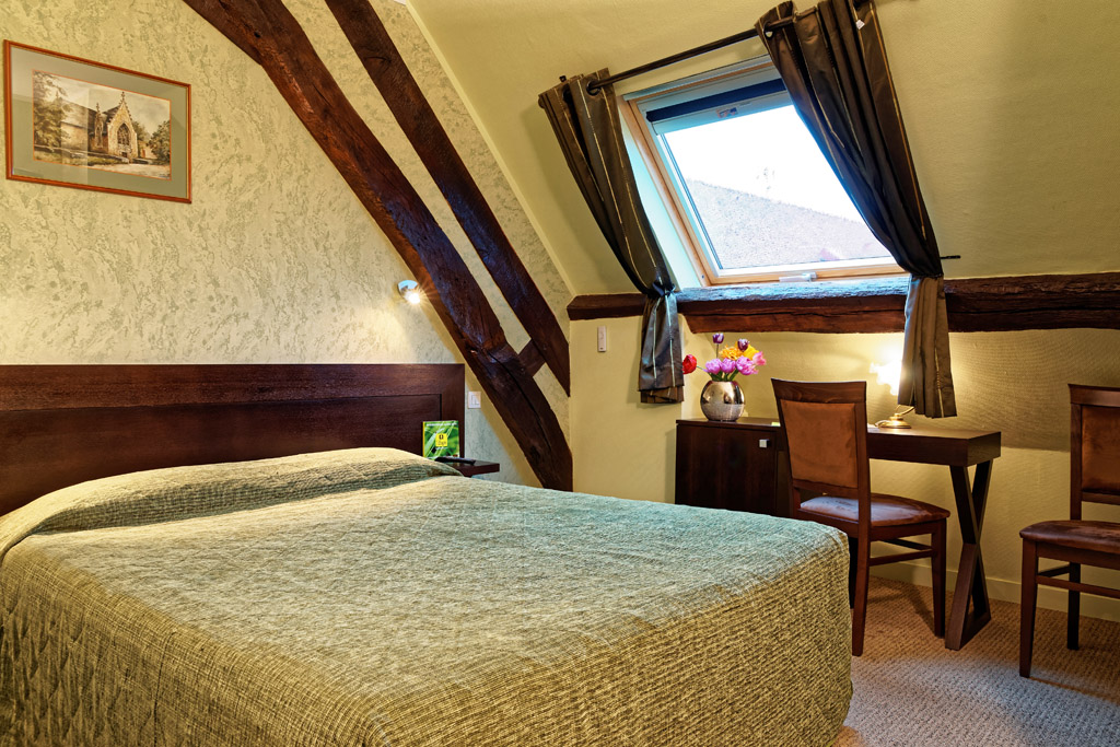https://www.hotel-restaurant-trois-maures.fr/wp-content/uploads/2015/06/chambre-double-hotel-bourgogne7.jpg